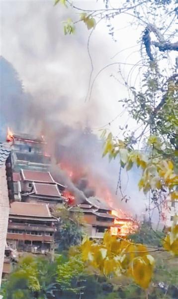 融水:突发寨火吞噬17栋村屋