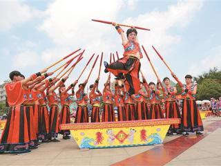 """天等县举办第二届""""千人打榔舞""""比赛"""
