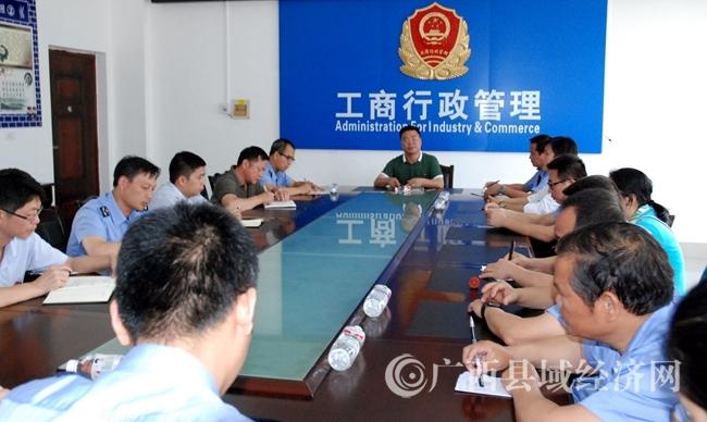 大化县副县长姚良才到县工商质监局调研