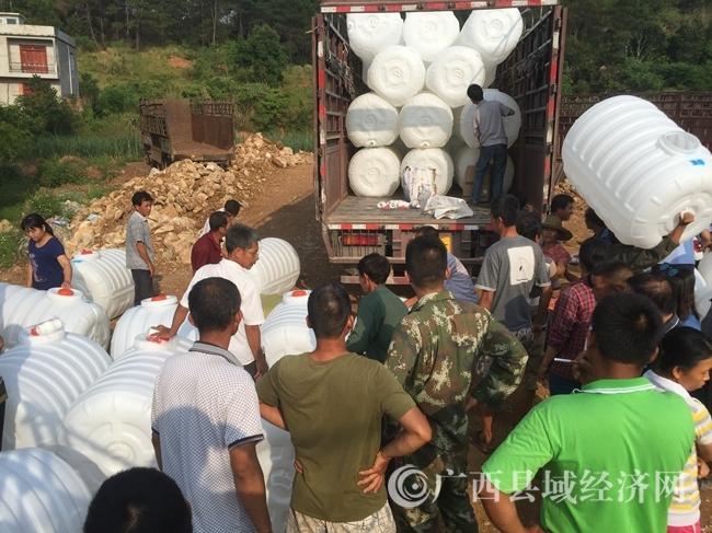 宁明:制糖企业扶持蔗农购买水箱投入抗旱保苗
