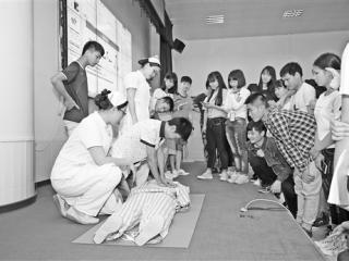 """灵山:举办""""白衣天使进校园""""健康知识讲座"""