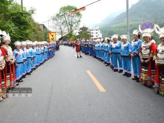 """龙胜:群众身着节日盛装举办""""敬牛节"""""""
