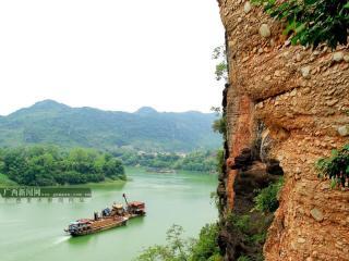 崇左:左江岸雨花石自然景观受游客青睐