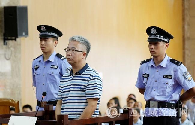 融安县教育局原局长赵大亮受审 收他人好处费130万