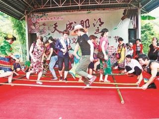 大新县恩城乡社区那望屯举办首届民俗文化节