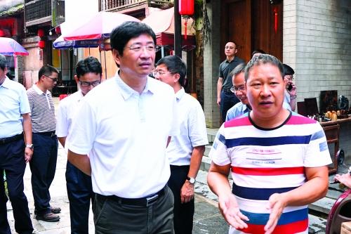 周家斌在灵川县调研时强调:抓好产业转型升级 打造县域经济发展新亮点