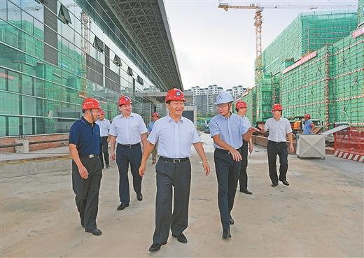彭清华考察自治区成立60周年大庆重大项目建设工作