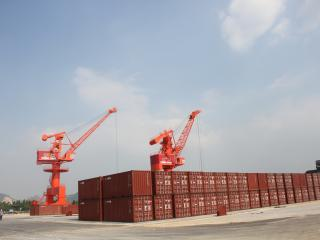 将军令码头集装箱物流集散实现成功首航