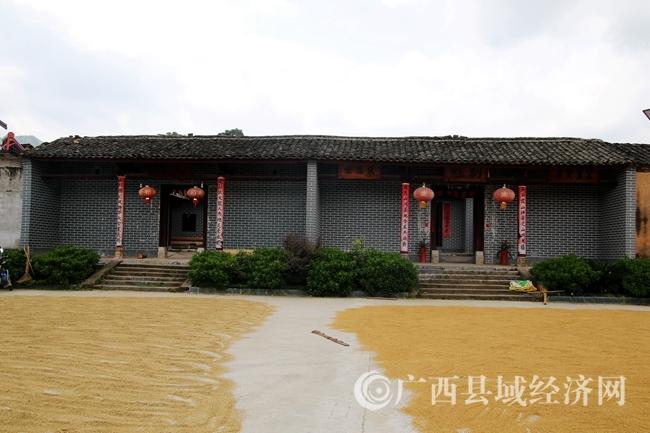 广西唯一同墙的文魁、副魁钟黄宗祠