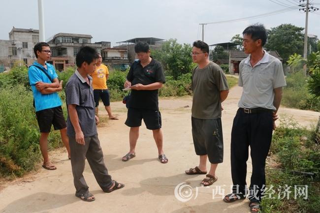 霞山村旅游节筹备组在现场办公