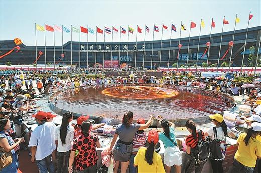 中国柳州国际水上狂欢节闪耀金秋