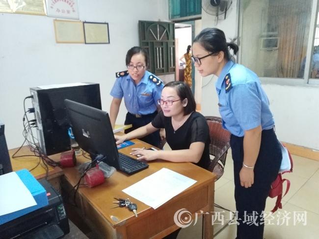 忻城县工商和质监局深入企业指导产品标准自我声明公开工作