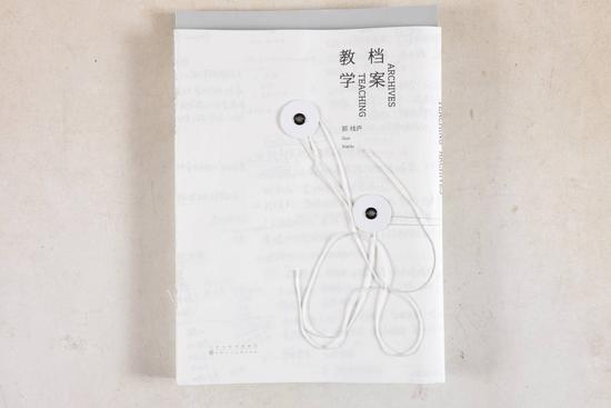 书名:教学档案 书籍设计:李瑾、樊雨 出版单位:天津人民美术出版社