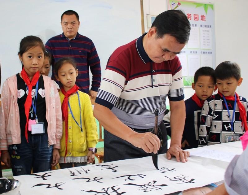 浦北县:联谊单位走基层 服务留守儿童