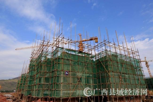 图10:11月22日,拍摄正在建设中的老乡家园康欣移民安置点。(谭凯兴 摄)