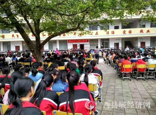 """平桂区""""法律进学校""""宣传教育多样化"""