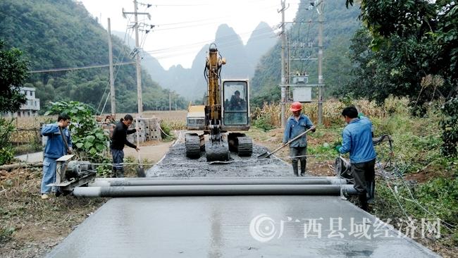[大化县]完成344条自然屯通屯道路建设