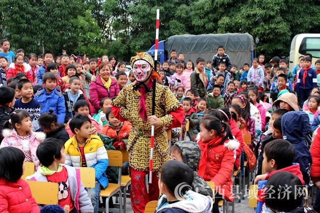 马山县:送戏下乡惠民演出 基层群众感受国粹魅力