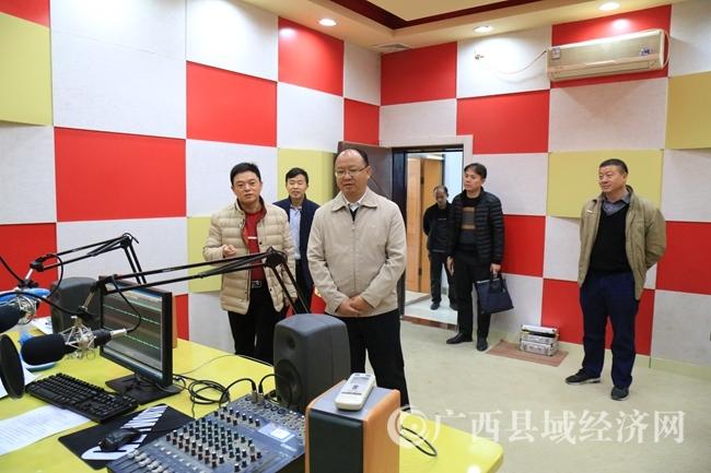 莫庸县长在电视台督查指导工作 (2)