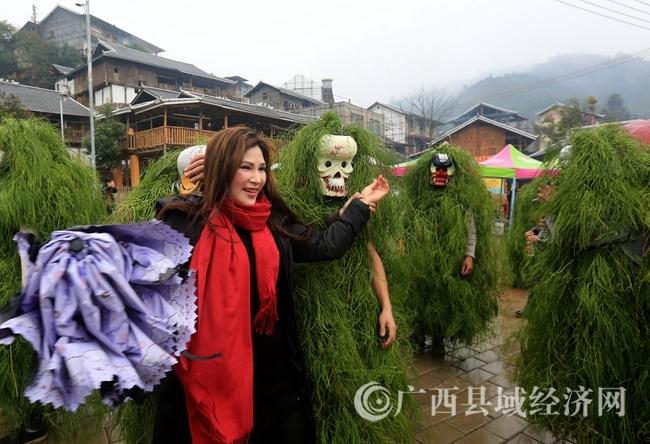 """广西融安:苗族群众庆祝""""芒蒿""""节"""