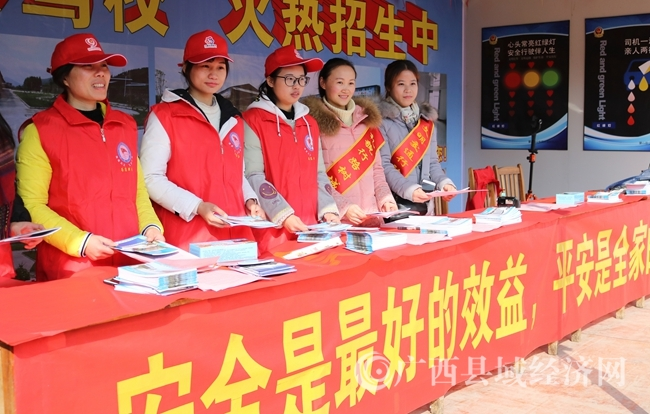 蒙山县启动党员义工春运服务返乡农民工活动