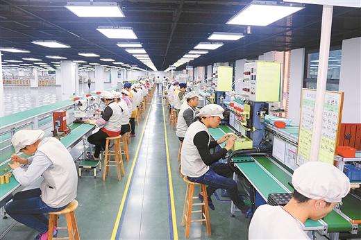[钟山县]去年规模以上工业总产值达103.7亿元