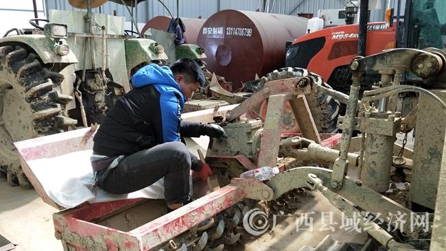 [大化县]检修农机备耕忙