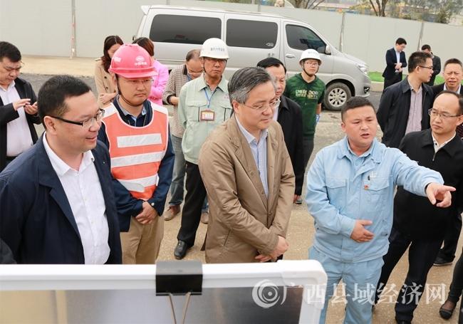 南宁市市长周红波一行到昆仑大道立交项目视察工作