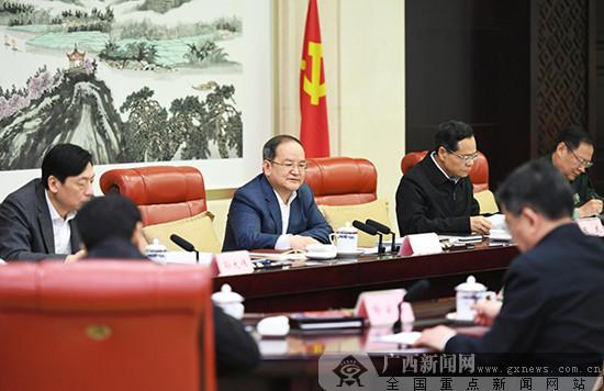 鹿心社:切实加强自治区党委常委班子自身建设