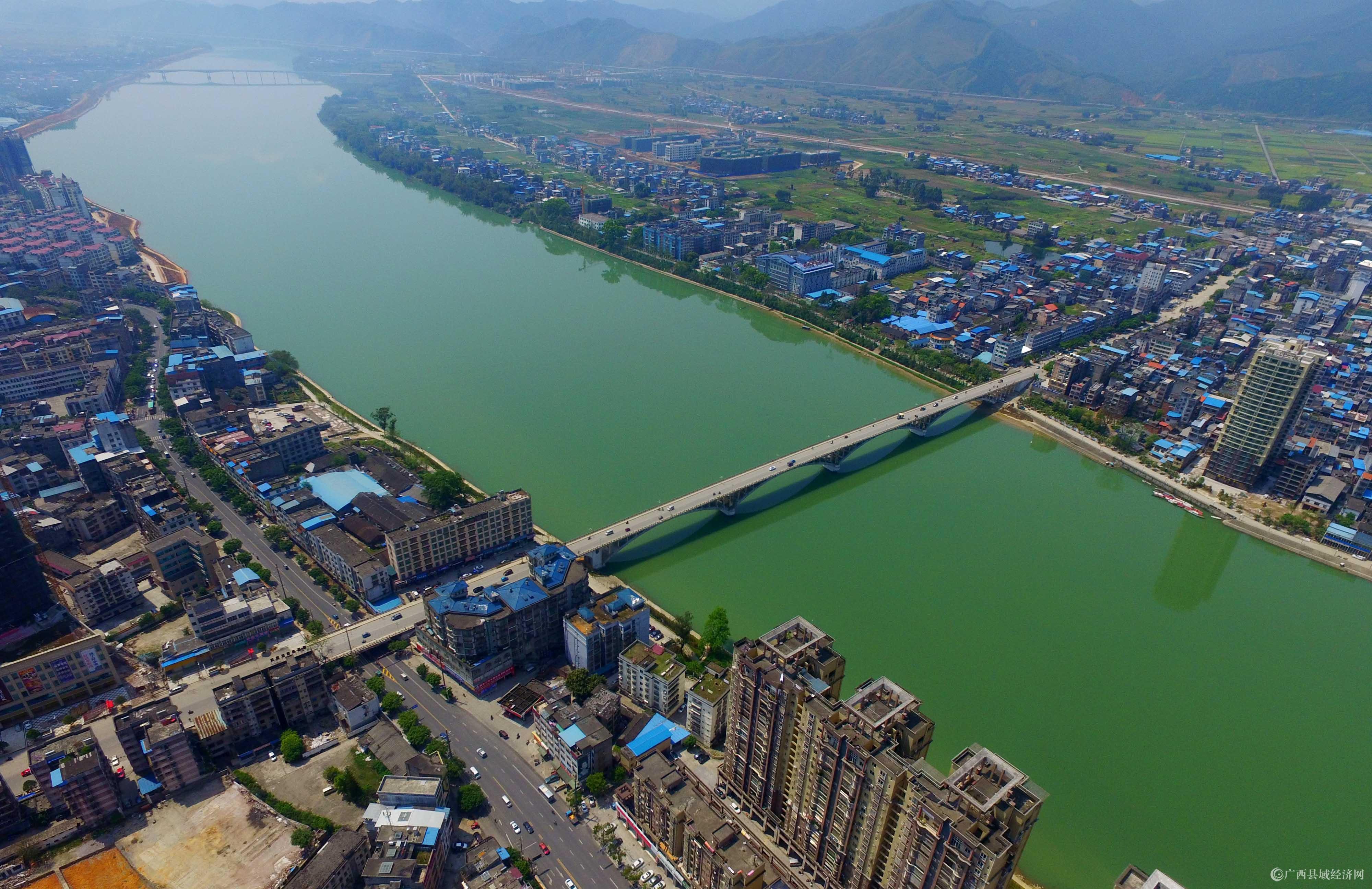 图1:3月27日,航空拍摄的珠江上游融江广西柳州市融安县段美景。(谭凯兴 摄).JPG