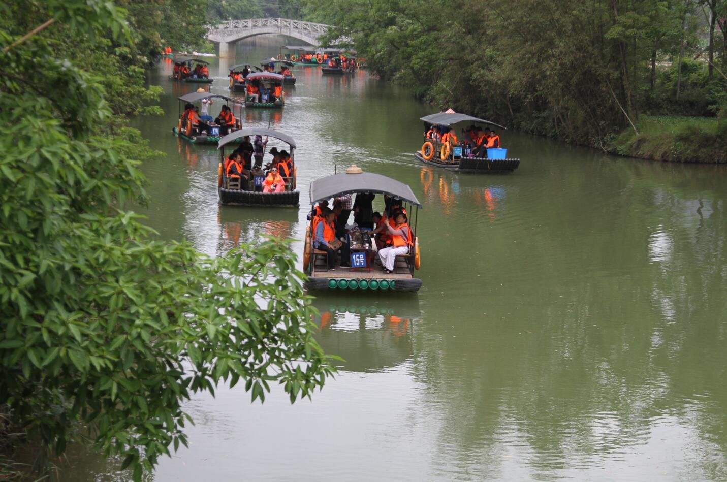 大新县明仕田园景区迎来许多游客