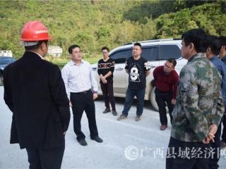巴马县政协副主席黄涛到高速路施工现场办公解难题