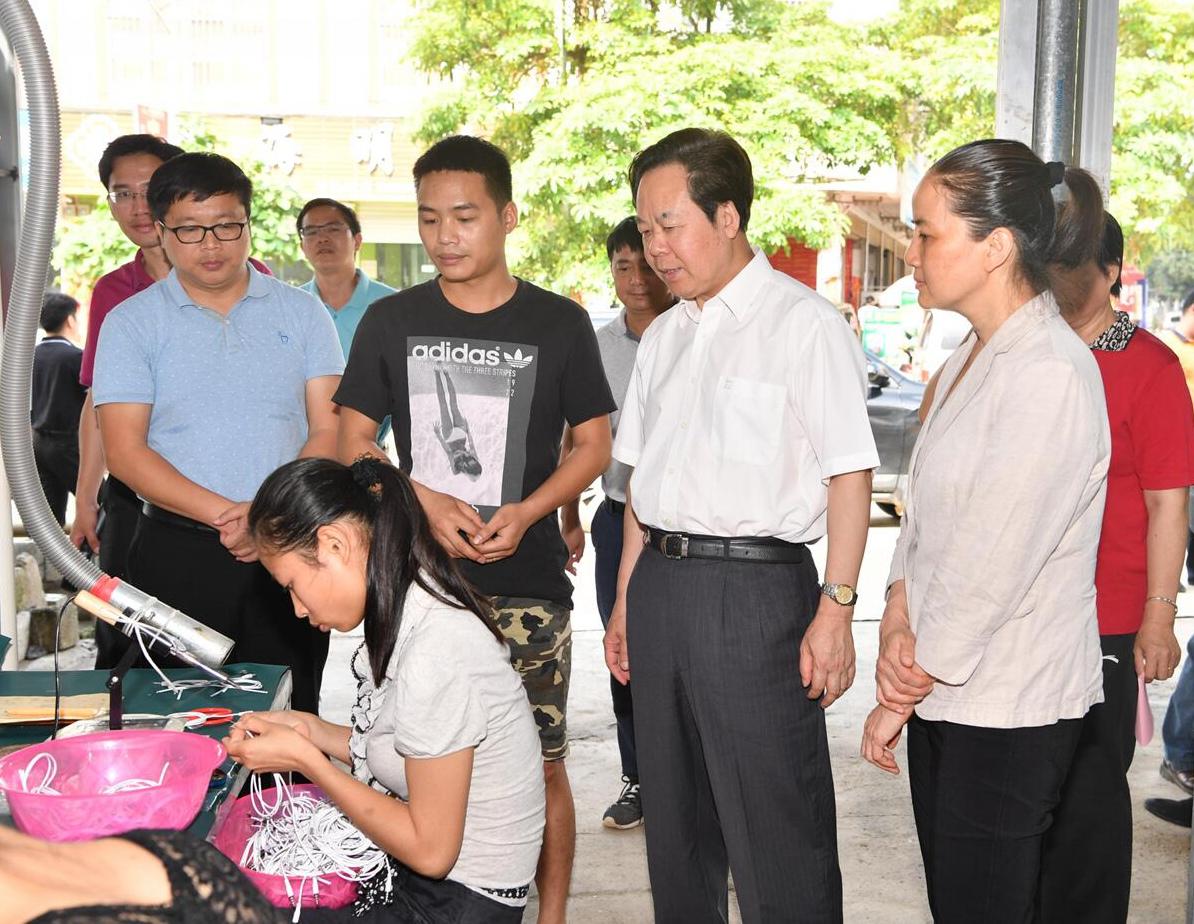 刘有明:全力加快扶贫产业发展 确保完成年度脱贫摘帽任务