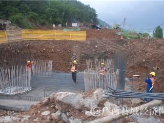 蒙山县:贺巴高速公路蒙山段加紧施工 今后将结束无高速公路历史