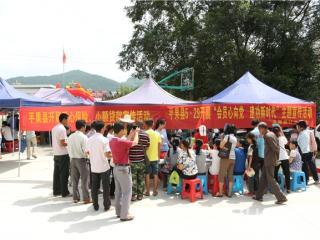 """平果县:计生协会开展第20个""""5・29计生协会会员日""""宣传服务活动"""