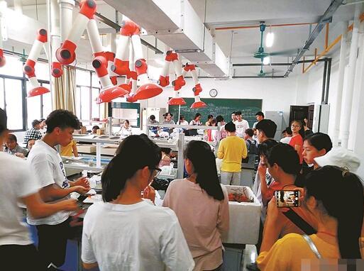 广西一高校课题组召集师生吃800斤荔枝
