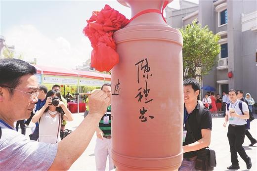 钦州首届坭兴陶文化艺术节见闻:坭兴古韵 窑变千彩