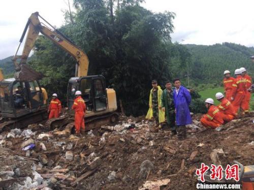 凌云县:山体滑坡6人遇难 失踪人员遗体全部找到