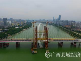 """柳州市:全国最高跨度最大的""""反对称结构斜拉桥""""进入桥面铺设"""