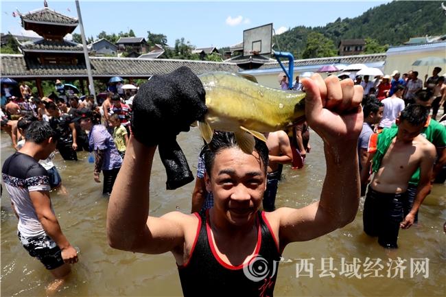 融安县:闹鱼节民俗特色旅游助脱贫