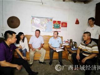 融安县委书记陈宏到多个贫困村屯开展夜访夜谈