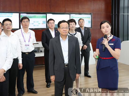 陈武率广西政府代表团在成都学习考察