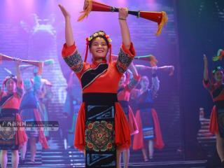 展现古镇魅力 古装歌舞剧《临贺长歌》受关注