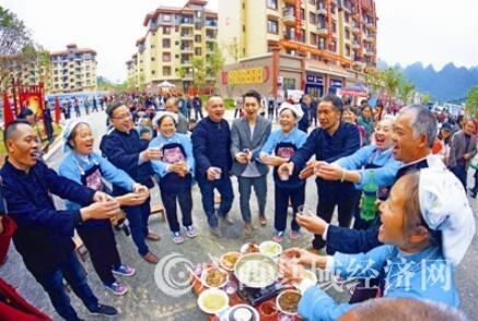 天峨县: 7000多名贫困群众搬出深山变市民