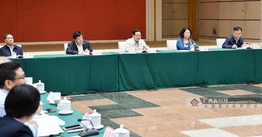陈武:努力完成今年目标任务及早谋划明年经济工作
