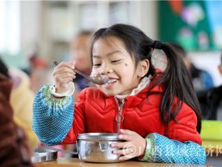 柳州免费午餐惠及近千所学校