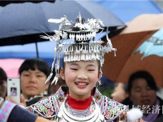 融安县:美丽的苗族头饰