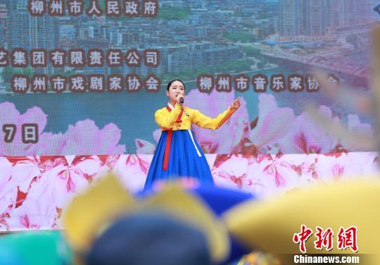 韩国歌手梁恩星演唱《阿里郎》。 朱柳融 摄