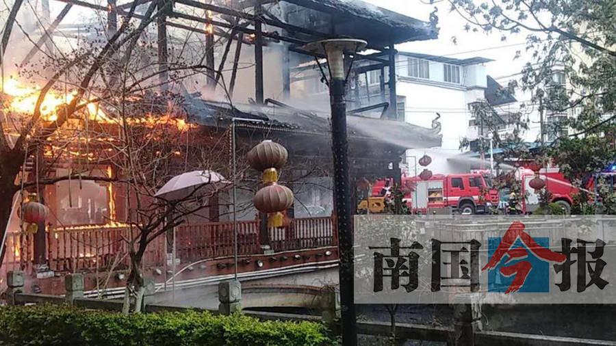 """痛心!忻城""""状元桥""""被烧 初步估算损失约50万元"""