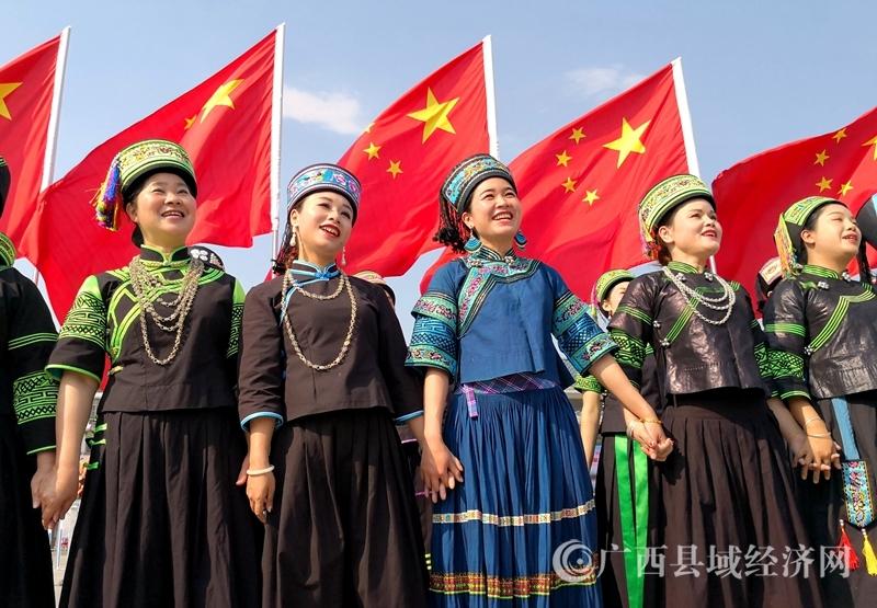 """隆林:当歌圩遇上快闪     """"三月三""""万人唱响民族大团结"""